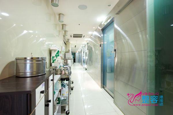 韩国原辰整形医院走廊