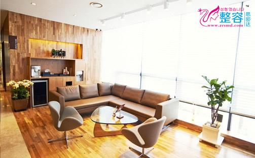 韩国A特整形中心候客室